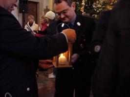 Überbringen des Friedenslichts an Heiligabend 2008